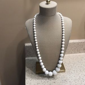 Jewelry - Beautiful white vintage chunky necklace